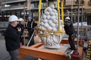 Placing of the decorative fruits, Sagrada Familia